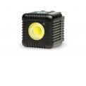 Lume Cube lampe vidéo/flash LED compact - <p>Un petit bloc carré avec une lampe LED puissante qui donne de la lumière supplémentaire où vous la voulez. La Lume Cube est le premier flash externe technologiquement avancé au monde qui est également une lampe vidéo. Des Lume Cubes sont conçues pour une utilisation avec tous les types d'appareils d'enregistrement possibles tels que les smartphones, appareils photo numériques et des caméscopes comme GoPro et Sony.A pleine puissance, la Lume Cube fournit environ 20 minutes de lumière et vous la pouvez utiliser comme lampe vidéo ou flash. Avec son capteur optique intégré, vous pouvez également utiliser la Lume Cube comme flash esclave avec un flash isolé. Vous commandez les fonctions de la Lume Cube avec un smartphone iPhone ou Android via l'application dédiée. La Lume Cube offre pas moins de 1500 lumens d'éclairage et vous pouvez régler l'intensité lumineuse de 1500 à 0 lumens. La Lume Cube est étanche jusqu'à 30 mètres, La température de couleur est 6000K.</p>