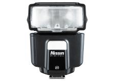 """Nissin i40 Flash Cobra - <p>Le Nissin i40 a remporté le prix TIPA 2014 pour """"Meilleur système d'éclairage portable"""". Le flash compact Nissin i40 est un flash TTL utilisable avec un nombre guide de 40 (100ISO, 105mm) et une tête zoom de 24mm à 105mm. Nissin a conçu le i40 avec l'accent sur la compacité. Avec ses dimensions de 85 x 85 x 6,1cm et un poids de 203 grammes, ceci est un flash idéal pour en voyage. En outre, les ingénieurs Nissin n'ont pas oublié la facilité d'utilisation. Les réglages peuvent être ajustés rapidement et facilement en utilisant la molette de sélection et le menu à l'arrière du flash.L'i40 en mode TTL fonctionne sur la majorité des reflex numériques de Nikon, Canon, Sony, Fuji et les hybrides du système 4/3. Il est également possible d'utiliser l'i40 comme flash TTL asservi sans fil combiné avec des flashes de marque originaux. Evidemment, l'i40 soutient le flash sur le deuxième rideau (sauf Canon) et une synchro ultra-rapide.</p>"""